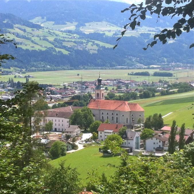 Stift Fiecht am Tiroler Jakobsweg
